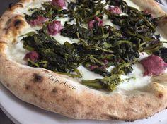 """Pizza Gourmet. Impasto con farina Petra 3 del Molino Quaglia, Friarielli """"L'orto di Lucullo"""", salsiccia di cinghiale, Fior D'Agerola, basilico e olio BIO DOP Pregio delle colline salernitane.   Realizzata da #luigiacciaio"""