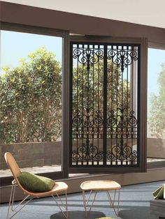 Best Iron Doors: Gorgeous Models & Design to Inspire You de modelos de ventanas Door Grill, Window Grill, Iron Gates, Iron Doors, Door Design, House Design, Wrought Iron Decor, Best Iron, Door Gate