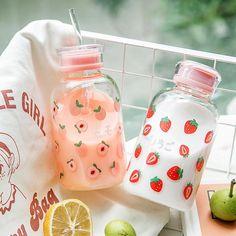 Cute Snacks, Cute Food, Cute Water Bottles, Drink Bottles, Snacks Japonais, Kawaii Room, Japanese Snacks, Cute Cups, Cute Kitchen