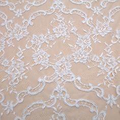 Tecido renda chantilly com sutache branco