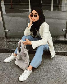 Street style hijab kekiniannn, glasses black Jeans ootd, hijab look style Ootd Hijab, Casual Hijab Outfit, Hijab Chic, Muslim Fashion, Hijab Fashion, Fashion Outfits, Ootd Poses, Black Hijab, Hijab Look