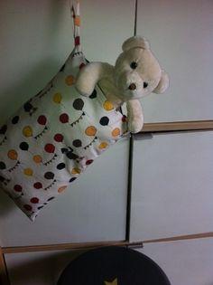 coussin enfant maternelle: grande poche + poignée - modèle déposé : Linge de lit enfants par sheren