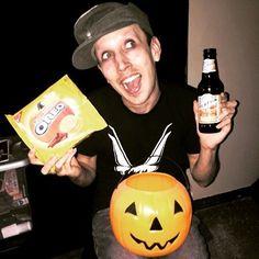 My inner white girl is freaking out over the pumpkin spice  #robertbang #pumpkinspice #Oreos #bluemoon #beer #cookies #innerwhitegirl #jackolantern #Halloween #fall #autumn