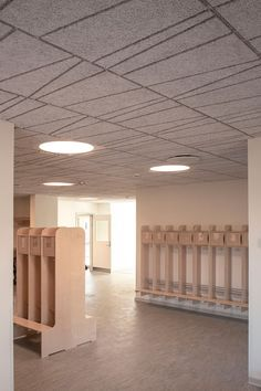 The ceiling of this childcare institution is gently selected to create visual effects and a calm atmosphere. The design is a combination of Troldtekt tilt line and Troldtekt acoustic panels combining aesthetics with great sound. Click the picture to check out the full gallery of the institution Frijsenborgvej. #goodacoustics #holzwolleplatten #träullsplattor #troldtekt Architects: Arkitekter Johansen & Rasmussen Acoustic Panels, Wall Cladding, Visual Effects, Childcare, Architects, Youth, Aesthetics, Ceiling, Interior