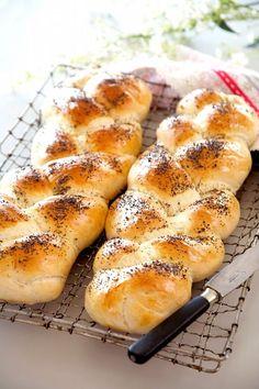 Flet et brød Norwegian Food, Norwegian Recipes, Bread Bun, Our Daily Bread, Pastry Recipes, Dough Recipe, Dinner Rolls, Bread Baking, Hot Dog Buns