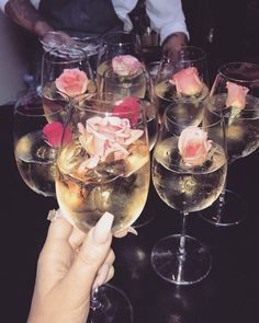 Champagne and roses prop for girly party Fancy Drinks, Sweet 16, Party Planning, Alcoholic Drinks, Bridal Shower, Food Porn, Food And Drink, Snacks, Cheers