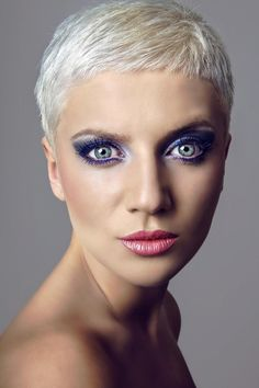 Bildergalerie mit schicken Kurzhaarfrisuren für Damen: Coole Kurzhaarfrisur - Dieser extrem kurze Haarschnitt ist mutig, und vor allem eines: absolut pflegeleicht ...