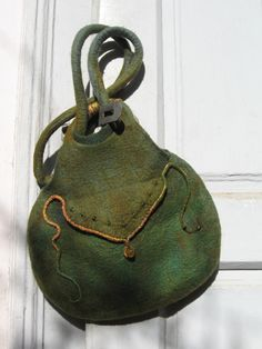 floranemez felt bag Love this bag love the colour, the shape and design, want to make this.
