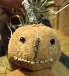Wee Punkins n Pokes e pattern Shabby Chic Halloween, Vintage Halloween Decorations, Halloween Doll, Halloween Crafts, Primitive Scarecrows, Primitive Fall, Primitive Crafts, Autumn Crafts, Halloween Patterns