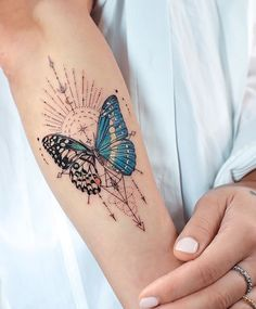 Butterfly Hand Tattoo, Butterfly Tattoos For Women, Butterfly Tattoo Designs, Tattoo Designs For Women, Vintage Butterfly Tattoo, Geometric Tattoo Butterfly, Unique Tattoo Designs, Bild Tattoos, Dope Tattoos