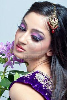 Schöne indische Frau mit Braut Make-up, Closeup erschossen Stockfoto - 9055028