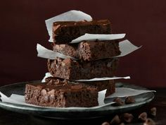 MakersMark Flourless Bourbon Brownies recipe via Food Network Gluten Free Desserts, Just Desserts, Delicious Desserts, Dessert Recipes, Small Desserts, Paleo Dessert, Unsweetened Chocolate, Brownie Bar, Brownie Recipes