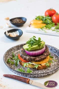 Whip this delicious Coffee-Crusted Burger up in just 20 minutes and enjoy! Grilling Ideas, Grilling Recipes, Healthy Meals, Healthy Recipes, Romantic Meals, 30 Minute Meals, Game Day Food, Dessert For Dinner, Burger Recipes
