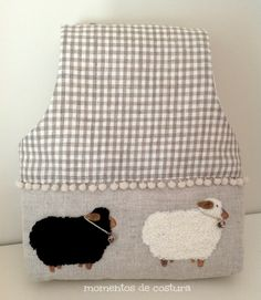 Sewing moments: Tutorial keeps crochet bags Easy Sewing Projects, Knitting Projects, Sewing Hacks, Sewing Tutorials, Purse Organizer Pattern, Diy Handbag, Purse Organization, Bag Patterns To Sew, Patchwork Bags