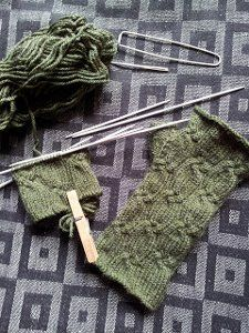 Link hands with someone special while wearing the Chain Link Fingerless Mitts. This simple, yet attractive fingerless mittens pattern has a classic, interlocking rib stitch design.