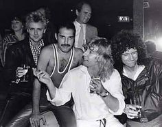Roger Taylor, Freddie Mercury, Jim Beach, Rick Parfitt and Brian May at Mercury's birthday party at Xenon Club in London on 5 September Queen Ii, I Am A Queen, Save The Queen, Brian May, John Deacon, Fleetwood Mac, Stevie Nicks, Great Bands, Cool Bands