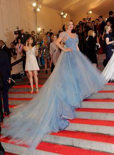 Long Wedding Trains, Blue Dresses, Formal Dresses, Long Dresses, Pretty Dresses, Parisian Wedding, Hollywood Red Carpet, Doutzen Kroes, Costume Institute