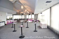Voici notre salle de réception le Grand Héron pour un mariage de style cocktail dînatoire. Chic et intemporel. / Crédit photo: Eva-Photo #salle #réception #mariage #rivesud