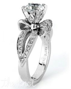 Engagement ring with a bow?!?!? omg dying!!!