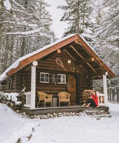 131 Small Log Cabin Homes Ideas Small Log Cabin, Tiny Cabins, Little Cabin, Log Cabin Homes, Cabins And Cottages, Cozy Cabin, Little Houses, Log Cabins, Mountain Cabins