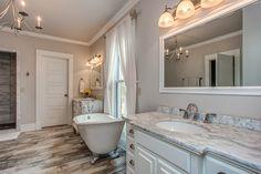 Bathroom Interior Design, Bathtub, Real Estate, Homes, Vacation, Standing Bath, Bathtubs, Houses, Vacations