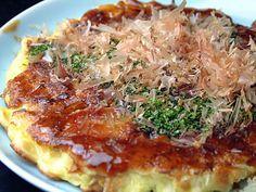 日本のピザ!といえばやっぱりお好み焼き。これまで多くの外国人に出会いましたが、お好み焼きが嫌いだと言った人には出会ったことがありません。お好み焼きはハズレがなく、準備が簡単で、大量に作れるパーティー向け日本食の定番でしょう。焼きそばも人気が高い料理なので、バーベキューの時などに一緒に作ると喜ばれるでしょう。