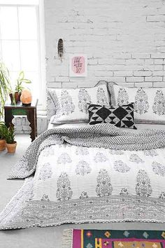 Magical Thinking Jaipur Quilt - Urban Outfitters - Home decor and design Dream Bedroom, Home Bedroom, Bedroom Decor, Master Bedroom, Style At Home, New Room, Beautiful Bedrooms, Interiores Design, Decoration