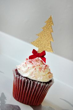 Love these Christmas tree cupcake toppers! Very luxurious and sophisticated. Add the perfect mix of sparkly and lusciousness to your holiday treats. Use them on top of standard cupcakes, mini cupcakes, muffins or even on cheese cubes.
