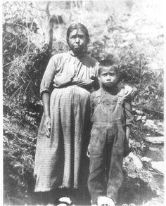 Seliyeni with her son Walker Calhoun - Cherokee - no date. Cherokee Tribe, Native American Cherokee, Native American Images, Native American Indians, Native Americans, Cherokee Indians, Cherokee History, Cherokee Woman, Cherokees
