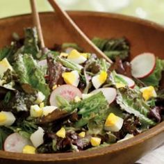 mixed lettuce salad with cucumber herb vinaigrette and other summer salad recipes. Easy Summer Salads, Summer Salad Recipes, Easy Salads, Healthy Salads, Healthy Eating, Healthy Recipes, Diabetic Recipes, Veggie Recipes, Healthy Foods