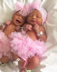 🎀🦄My twin baby girl pregnant dreams🎀🦄 And to have twin boys kids but with 2 pregnancies👍👍👍👍 Cute Mixed Babies, Cute Black Babies, Beautiful Black Babies, Cute Twins, Cute Little Baby, Baby Kind, Cute Baby Girl, Pretty Baby, Cute Babies