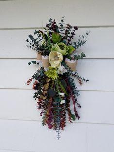 Door Swag Tutorial, Diy Wreath, Wreath Ideas, Burlap Bows, Wreath Forms, Floral Arrangements, Flower Arrangement, Craft Work, Fun Projects