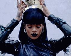 Is Rihanna Dissing The Queen? -  Click link to view & comment:  http://www.afrotainmenttv.com/is-rihanna-dissing-the-queen/