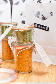 Geschenke aus der Küche gefällig? Hier gibt es 16 Ideen, die man noch recht kurzfristig umsetzen kann und die Freude bereiten. :)