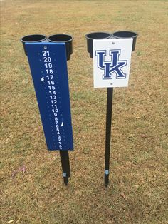 UK scoring stand with beverage holders