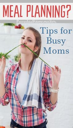 The best meal planning tips for busy moms with a free weekly menu planner! Youll love this flexible meal planning template! Family Meal Planning, Budget Meal Planning, Weekly Menu Planners, Meal Planner, Frugal Meals, Budget Meals, Budget Recipes, Freezer Meals, Large Family Meals