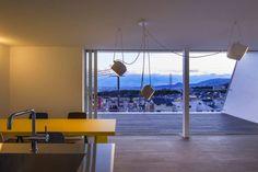 白い林檎: 奥和田健建築設計事務所|okuwada architects officeが手掛けたtranslation missing: jp.style.ダイニング.scandinavianダイニングです。