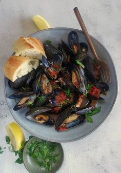 Mussels In Spicy Tomato White Wine Sauce – Meet & Eats