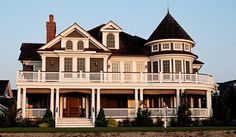 love this big house Victorian Style Homes, Victorian Houses, Wrap Around Porches, Huge Houses, Family Houses, Architecture Design, Victorian Architecture, Beautiful Dream, Beautiful Homes