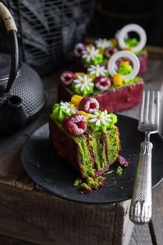 Современные десерты, пирожное «Малифик» с малиной и фисташкой