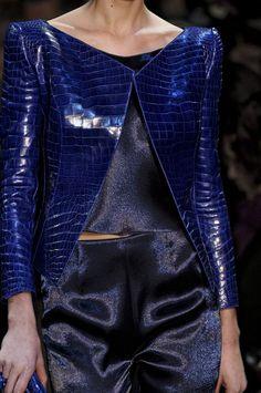 Armani Prive #Armani Prive. Para más de moda y tendencias visita el blog que además te asesora con tu imagen www.tuguiafashion.com