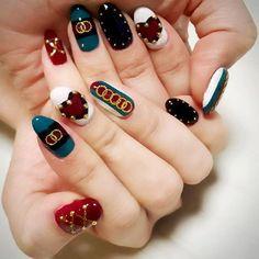 友達ネイル 今までやったネイルで1.2位を争う可愛さ❤︎✨自分の爪じゃここまでデザインこだわれないから、すごい達成感(//∇//)❤️喜んでもらえて私も嬉しいな #gucci #guccinails #nail #nails #nailart #gelnails #gel #gelnail #friends #brand #myfriend #cute #nailart #instanail #beautiful #new #design #self#love #happy #instagood #autumn#fashion #heart #グッチ #セルフネイル #可愛い #いいね #かわいい #幸せ