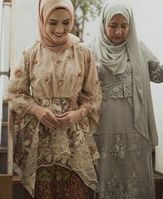 Referensi??? Kebaya, What To Wear, Street Style, Womens Fashion, Urban Style, Street Styles, Women's Clothes, Woman Fashion, Street Chic