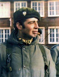El teniente Estévez murió combatiendo en su trinchera Falklands War, Georgia, War Image, Cold War, Military, Actors, History, Guns, Mayo