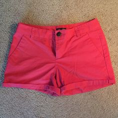 "Hot pink GAP Aubrey shorts size 2 These GAP Aubrey shorts are like new. They are in great condition. They are a size 2 and made of 100% cotton. The waist measures 30"" and the total length is 13"". The inseam measures 4"". These shorts are cute and give a pop of color to any outfit. GAP Shorts"