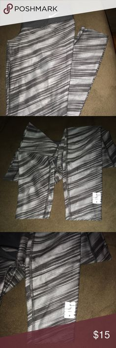 NFL Nike leggings colts medium gray dri fit Like new, no snags. No pulling. Colts gray striped leggings. Nike dri fit. Nike Pants Leggings