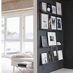 Book wall envy. Looking for focus wall inspiration? See how you can even combo this with a few layered pic frames and accessories if you're just building your collection of coffee table books. With the shallow shelving on this dark wall contrasted by the open airy spaces, you can't really go wrong. You could even go with a lighter tone on the wall like Benjamin Moore's Revere Pewter which plays well with literally anything. #moderngiveaways #dope Photo Credit: oliveetoriel…