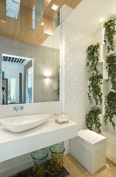 Vasos sanitários quadrados - veja banheiros e lavabos lindos com essa tendência! Washroom, Master Bathroom, Interior Architecture, Interior Design, New Homes, Bathtub, House Design, Inspiration, Furniture