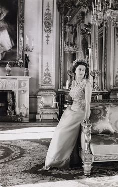 Her Majesty, Queen Elizabeth II, by Cecil Beaton, October In the White Drawing Room at Buckingham Palace. Reine Victoria, Queen Victoria, Royal Queen, King Queen, Lady Diana, Young Queen Elizabeth, Prinz Philip, Cecil Beaton, Royal Clothing