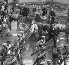 Huerta benfitted from control of aubstantial part of the Federal Army and atrong central position in Mexico City. From the capital, Federal troops could be rushed to trouble spots where Federal positions were threatened. These Federal troops in 1914 were dispatched from the Burna Vista train station in Mexico City. Notice the boy with the soldiers. Source: Augustí Víctor Casasla